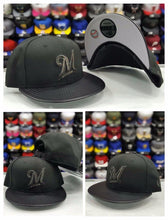 Load image into Gallery viewer, New Era 9Fifty MLB Milwaukee Brewers Hologram Logo snapback Hat