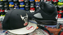 Load image into Gallery viewer, Matching New Era NBA Chicago Bulls 950 snapback for Jordan 5 OG Black Metallic