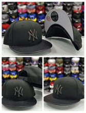 Load image into Gallery viewer, New Era 9Fifty MLB New York Yankee Hologram Logo snapback Hat