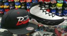 Load image into Gallery viewer, Matching Mitchell & Ness Chicago Bulls Scrip Snapback For Jordan 9 Space Jam