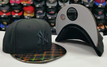 Load image into Gallery viewer, Exclusive New York Yankee MLB Black New Era 9Fifty Snapback Hat
