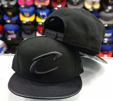 Load image into Gallery viewer, New Era 9Fifty NBA Black Cleveland Cavaliers Hologram Logo snapback Hat