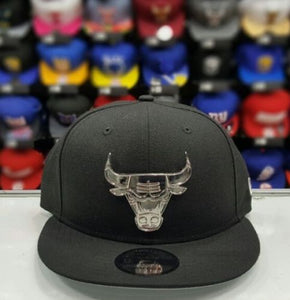 New Era NBA Silver Metal Badge Logo Black Chicago Bulls 9fifty snapback