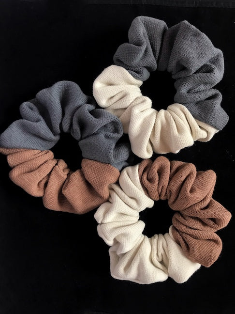 Color Blocked Knit Scrunchies