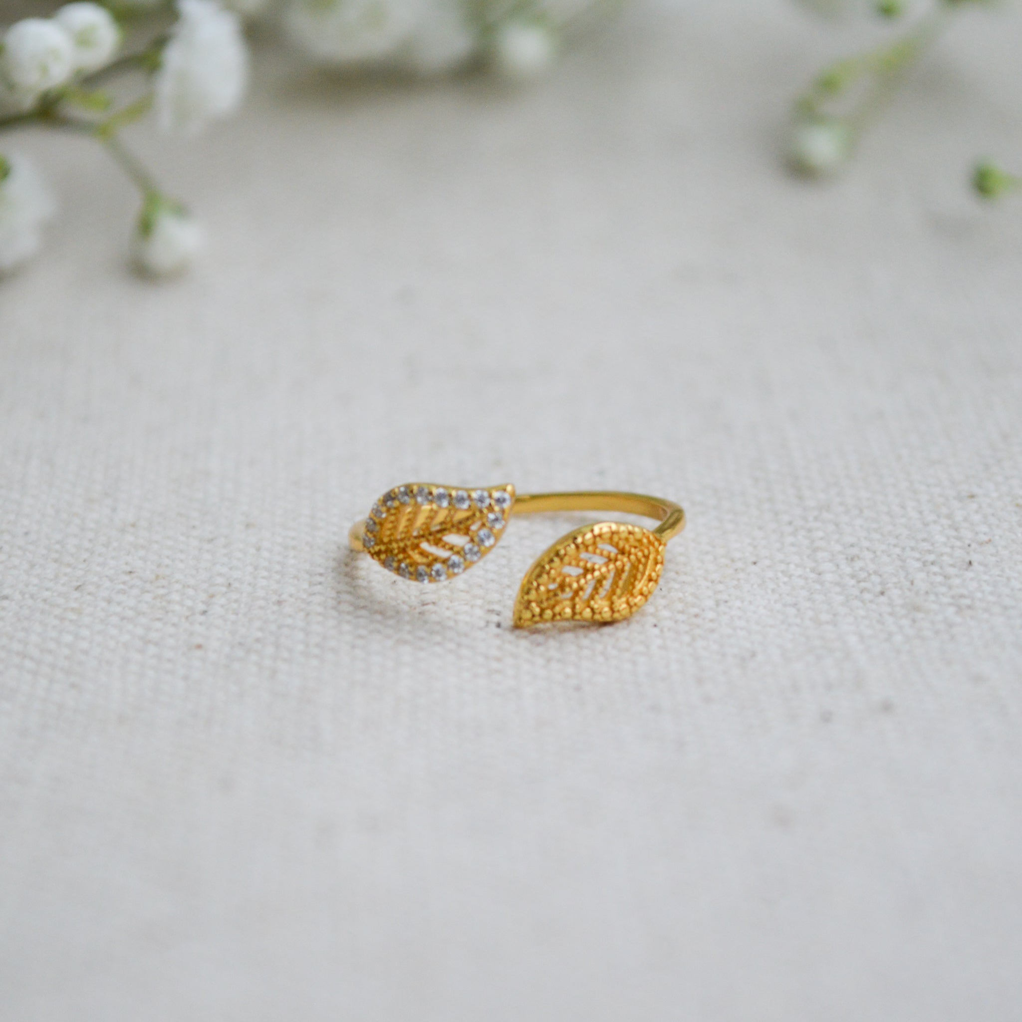 Dainty Leaf Ring - Gold