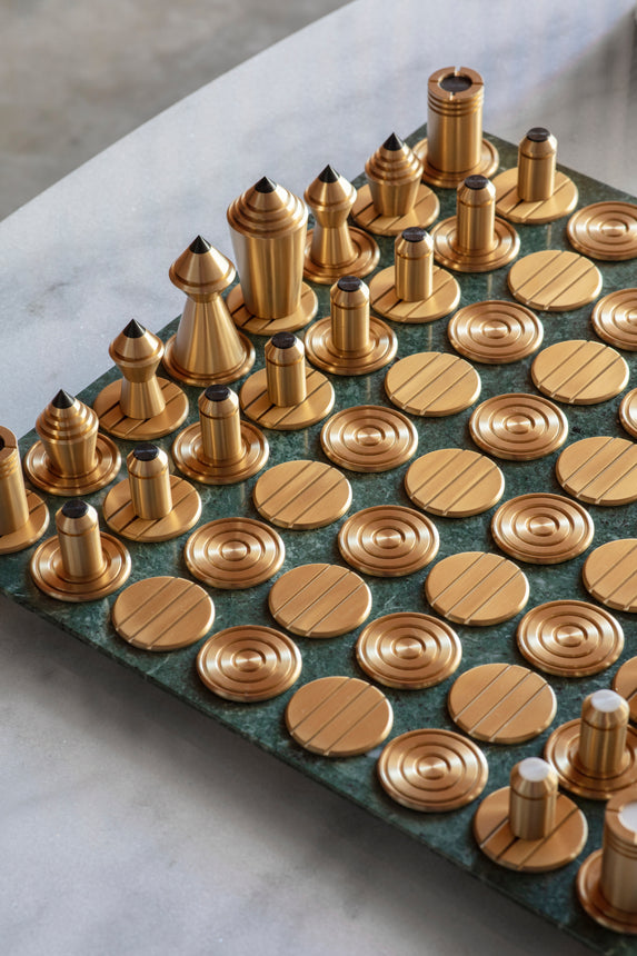 Bert Frank product - Mad Queen Chess set