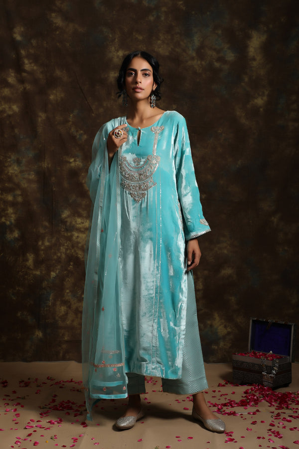 Neel Velet Kurta having a Net Dupatta with Embroidery Details with Jama