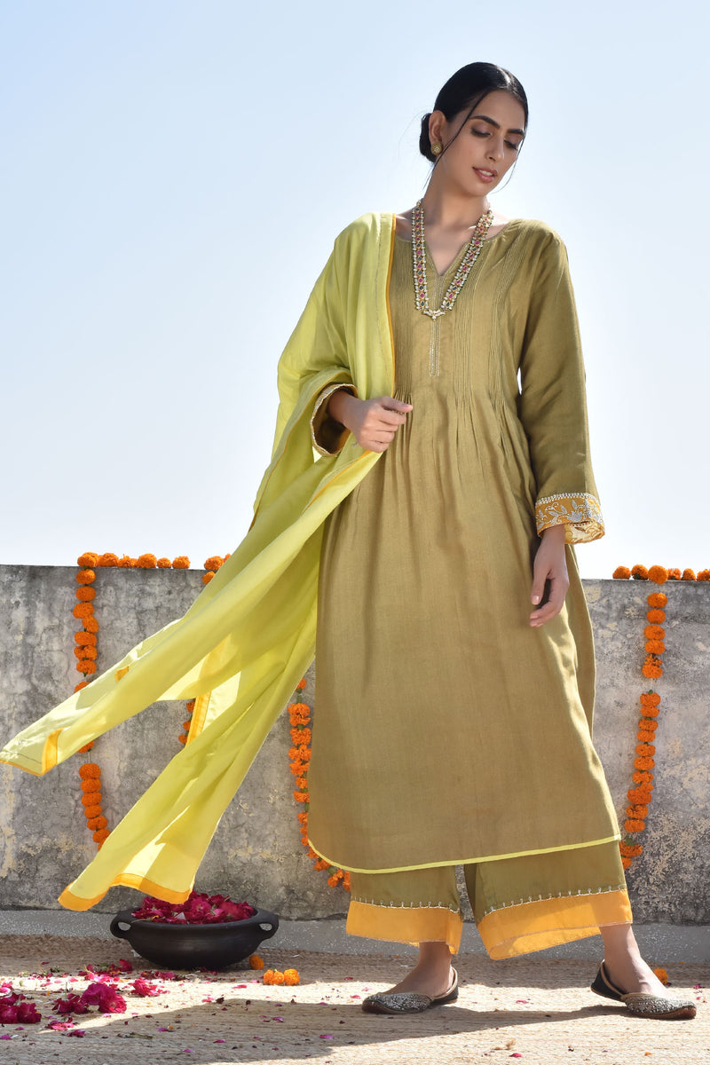 Sukhi Mehendhi Ghera Kurta with Jama and Dupatta