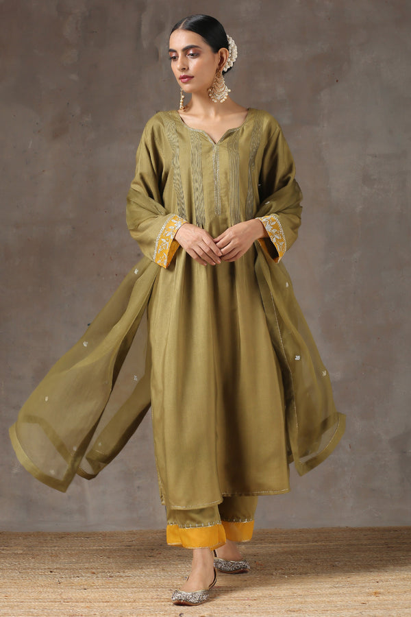 Sukhi Mehendhi Ghera Kurta with Jama and Organza Dupatta