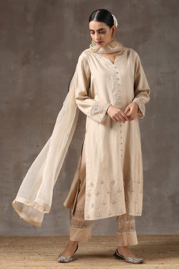 Gehua Lahoriya Botti Kurta with Patalun and Organza Dupatta