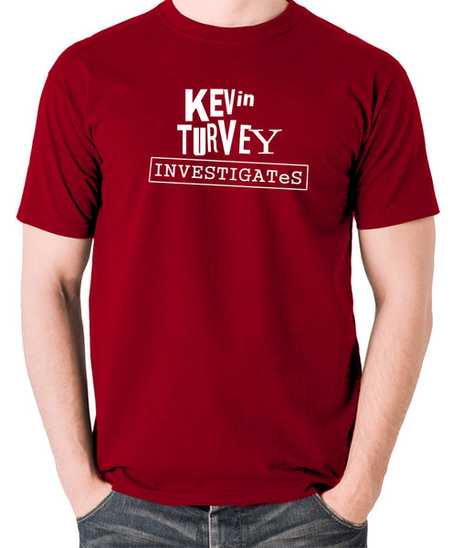 Kevin Turvey Investigates - Rik Mayall - Men's T Shirt - brick red