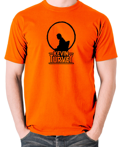 Kevin Turvey Investigates Silhouette - Rik Mayall - A Kick Up The Eighties - Men's T Shirt - orange