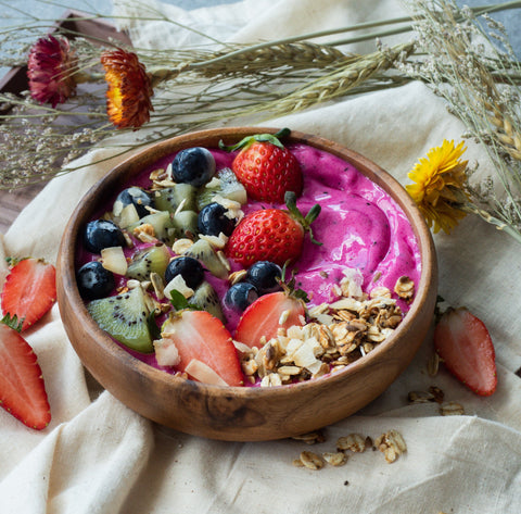 Pink Pitaya or dragon fruit smoothie bowl recipe
