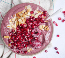 Load image into Gallery viewer, Açai smoothie bowl gemaakt met Fairy Superfoods acai poeder