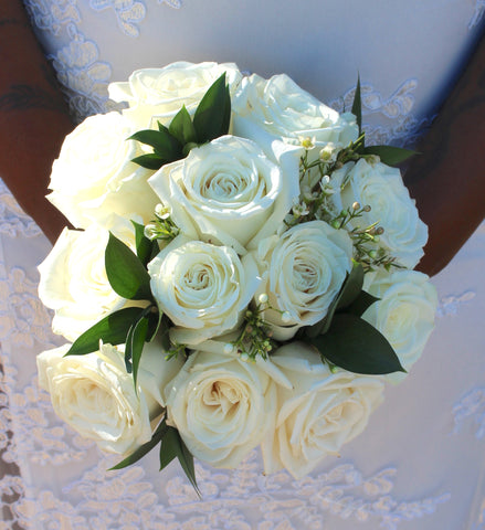White Rose Bouquets & Boutonnieres | #MarriedInVegas Studios