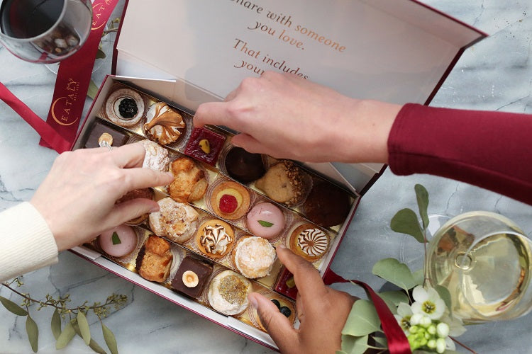 eataly-pasticcini-bring-home-an-italian-picking-out-of-box