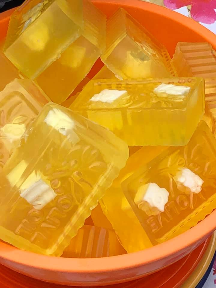 Pineapple Natural Soap. Glycerin with Olive Oil. Vitamins A, E and B5. Beautiful yellow and/or yellowish green soap.