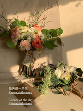 Load image into Gallery viewer, Valentine's day flower arranging workshop CNY Sowtale local florist Hong Kong