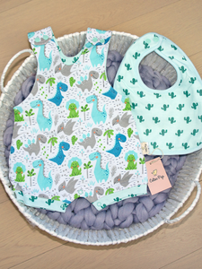 organic cotton 100% GOTS certified organic cotton baby & children's clothing dino cactus bib gift set baby shower gift Cotton Pigs