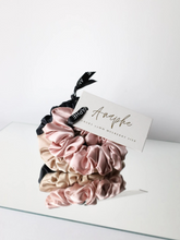 Load image into Gallery viewer, classic vintage Mickey Mouse sweatshirt