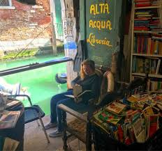 """The Most Beautiful Bookshop in the World"": Venice's Libreria Acqua Alto"