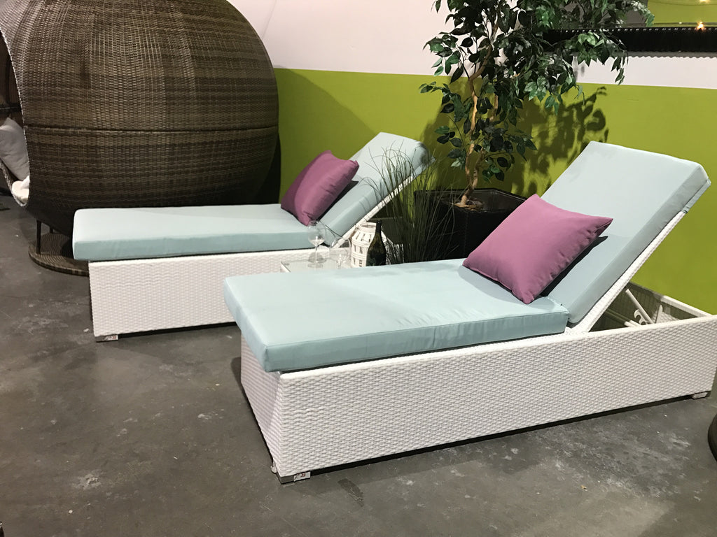 The Kira Set - 2 Loungers and table