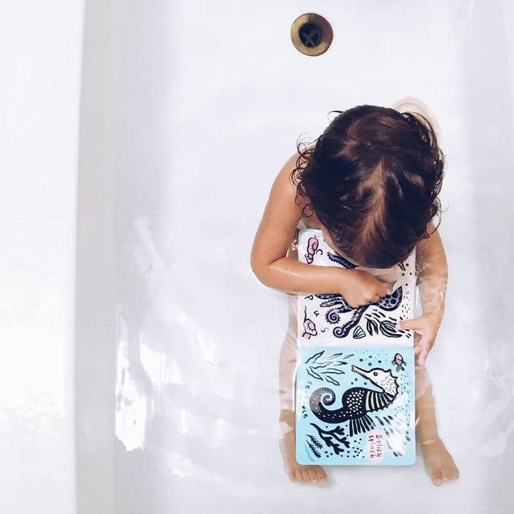 WEE GALLERY - original Bath book for kids - who's in the water - color changing