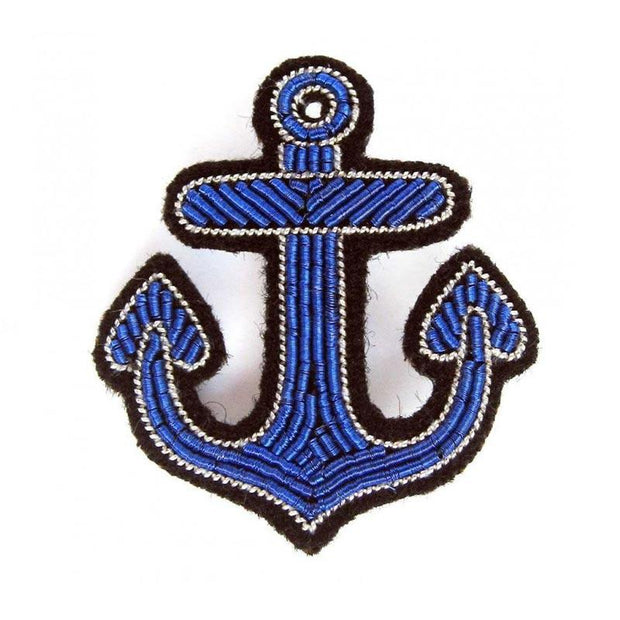 MACON & LESQUOY - Hand embroidered brooch - Blue anchor