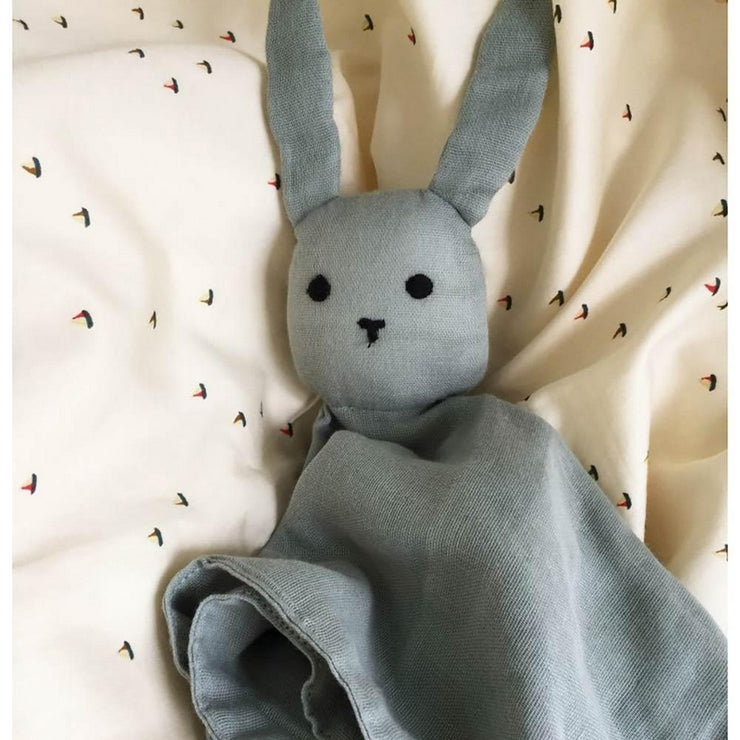 KONGES SLOJD - Rabbit soother in organic cotton - Grey - Scene