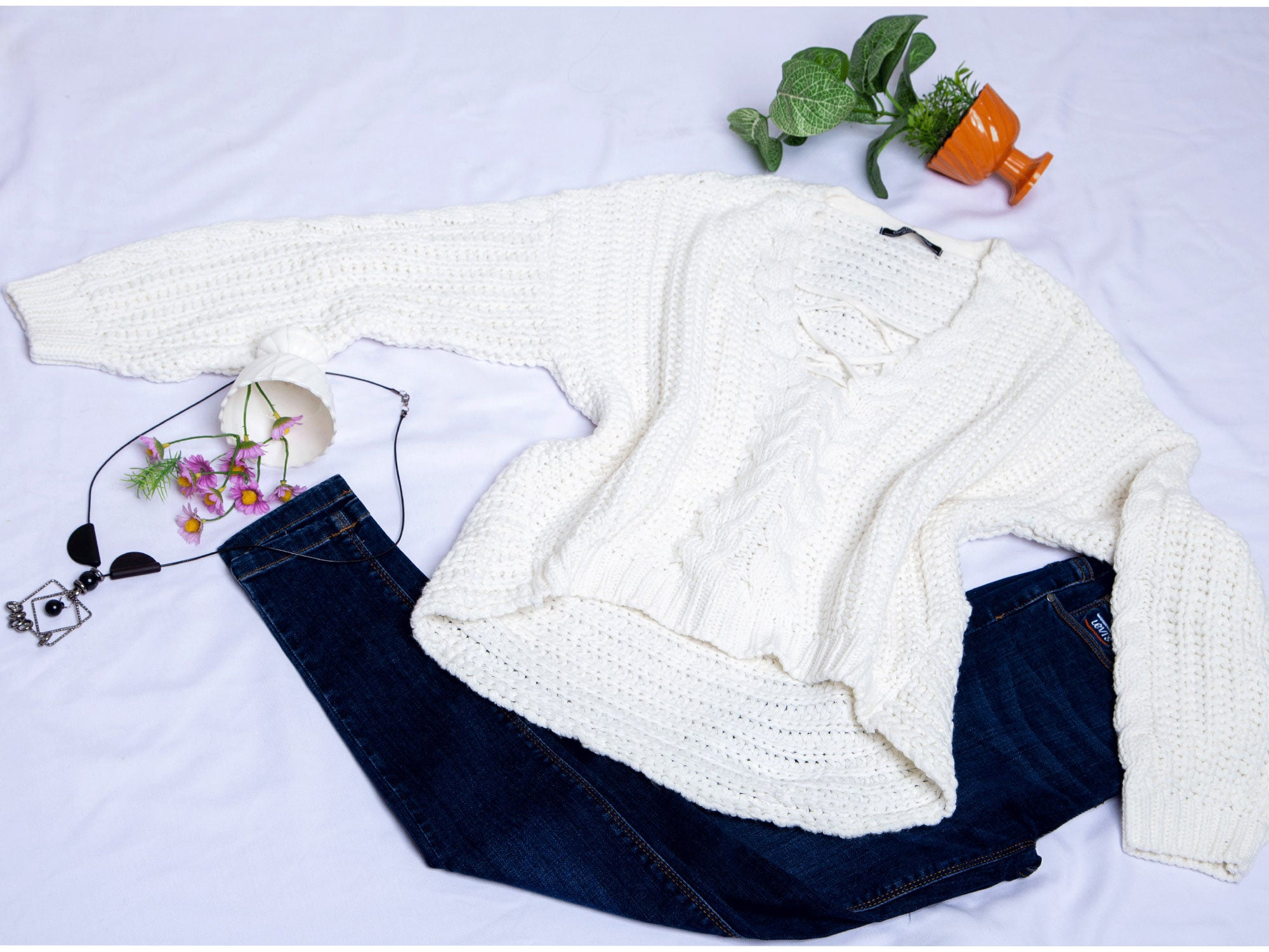 Pull tricot  blanc avec coul ouvert