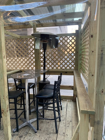 Cavanaugh's Rittenhouse sports bar outdoor dining tables and chairs