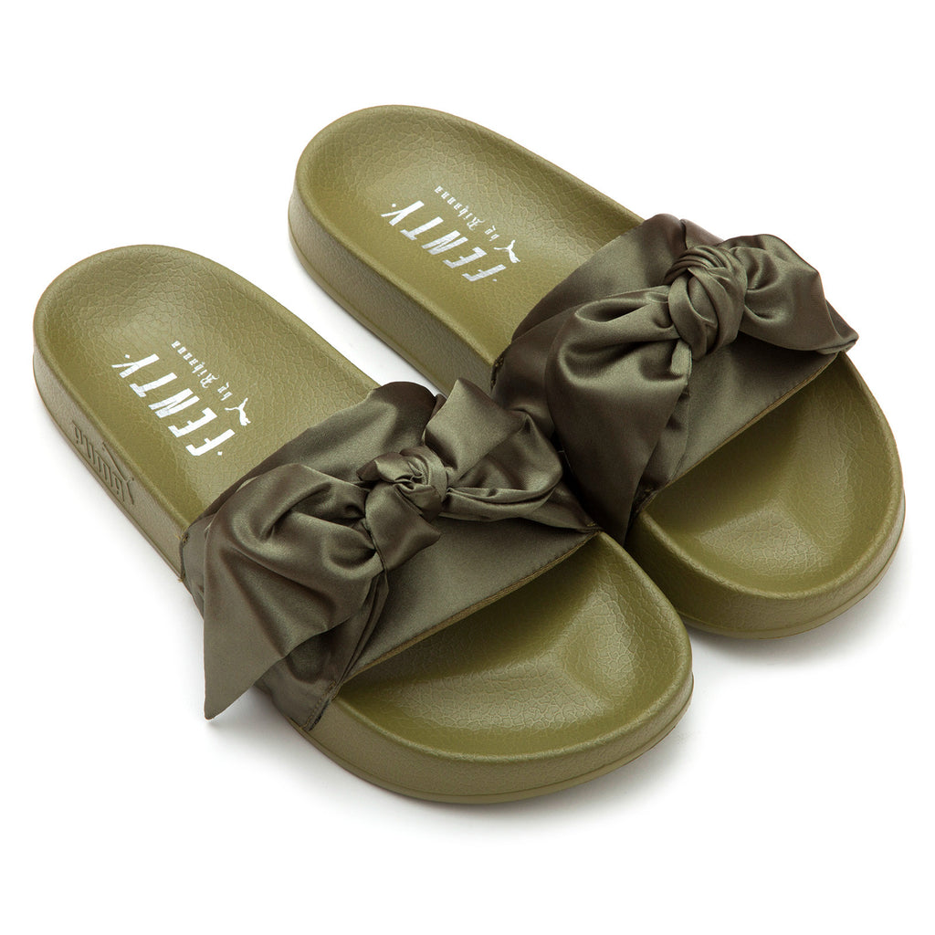 low priced 1eebf 58832 Bow Slide Fenty x Puma
