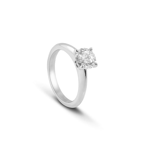 Round Brilliant cut tapered Diamond ring