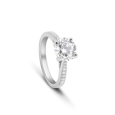Round Brilliant cut Diamond Ring with Pavé set shoulders