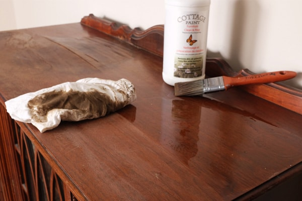 Cleaning furniture with Cottage Paint cleaner