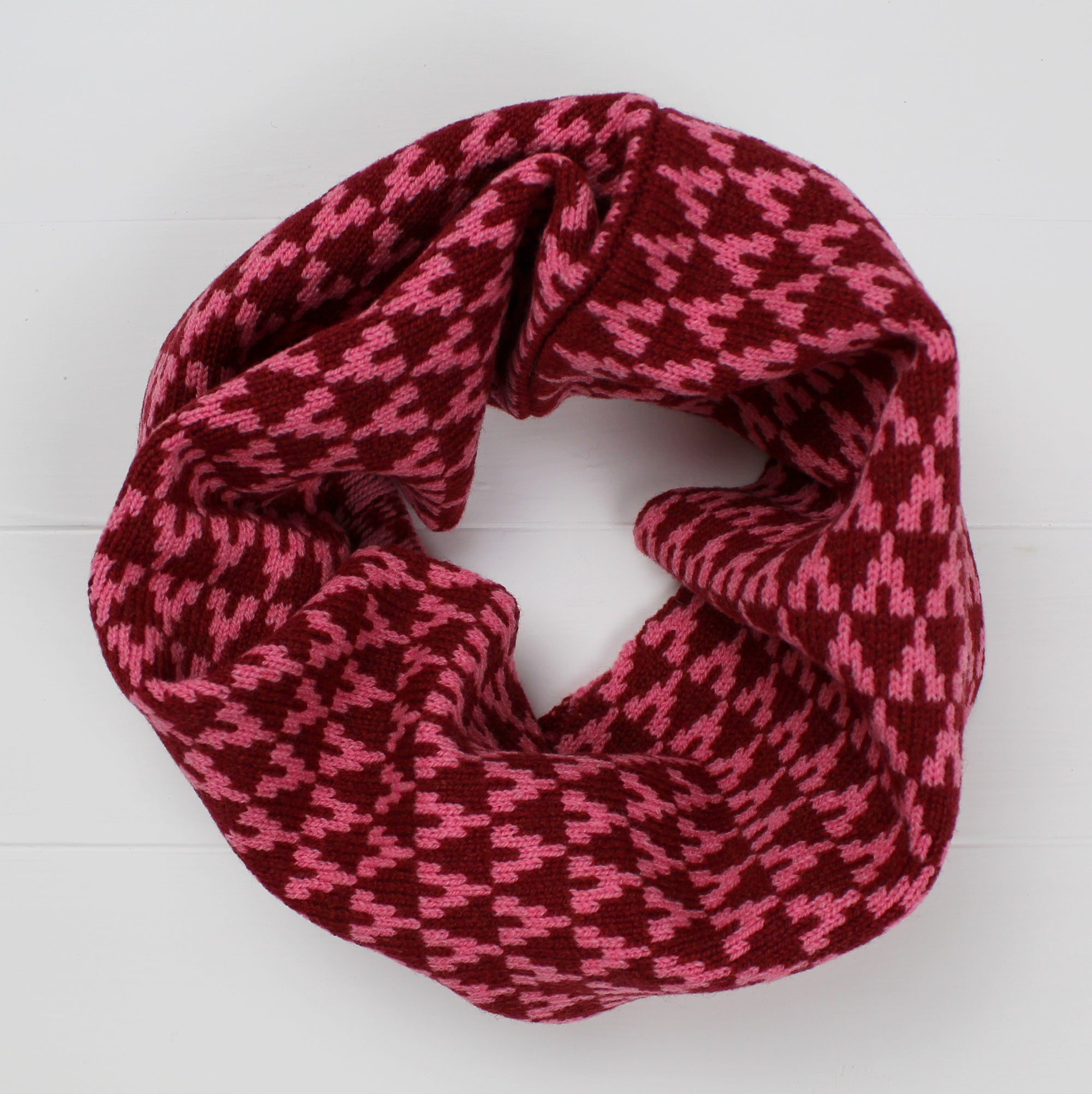 Arrow snood / cowl - red / pink
