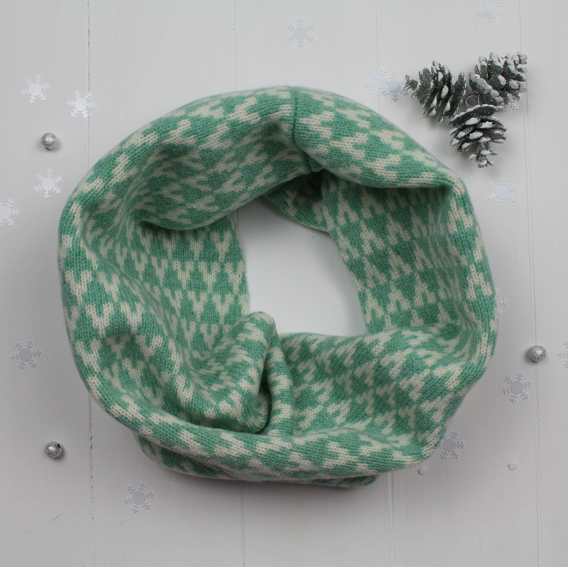 Arrow snood / cowl - mint