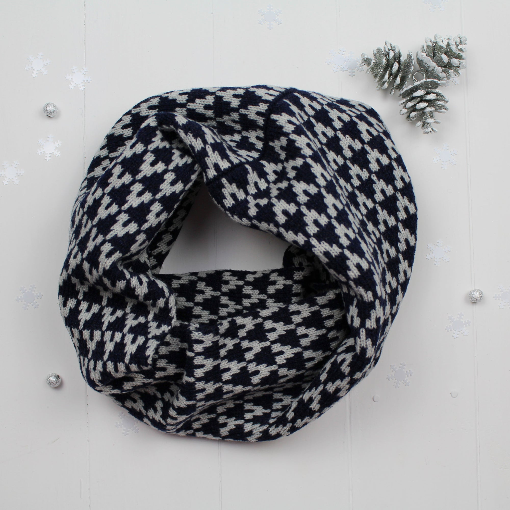 Arrow snood / cowl - navy / grey