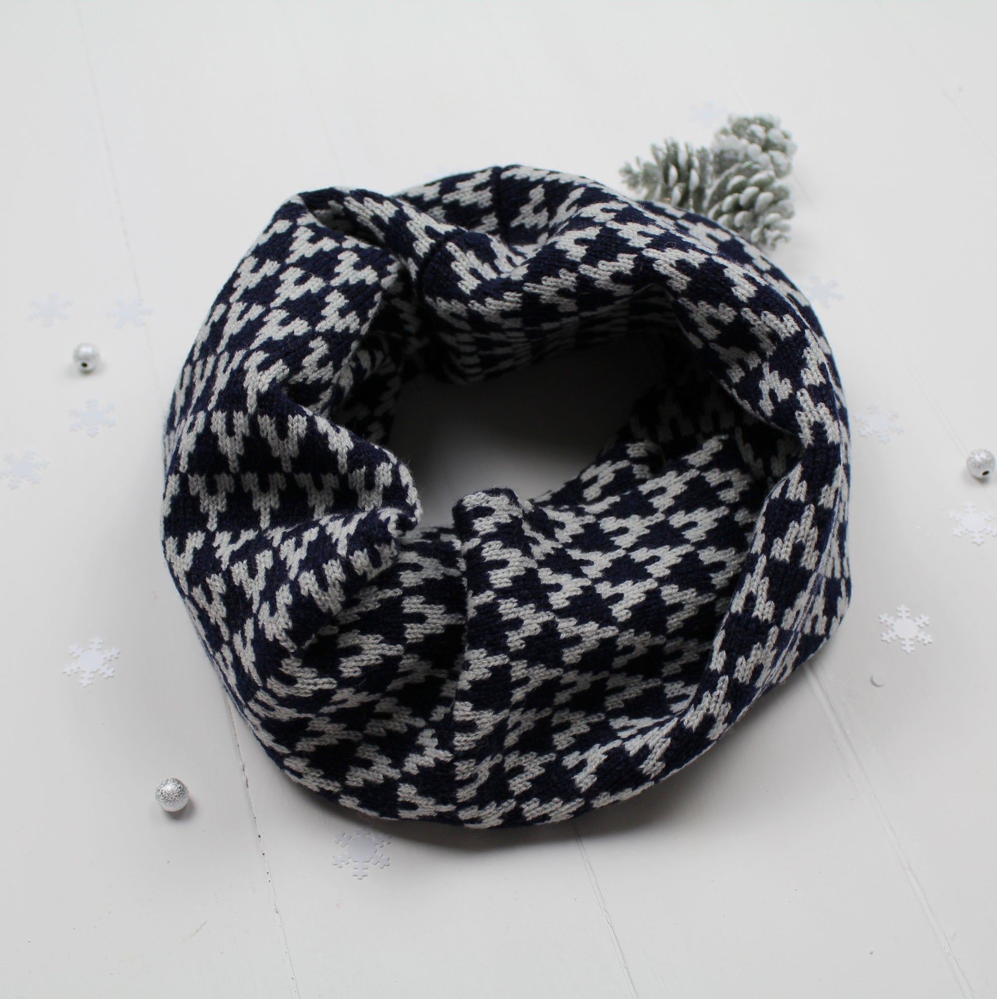 SAMPLE SALE Arrow snood / cowl - navy / grey