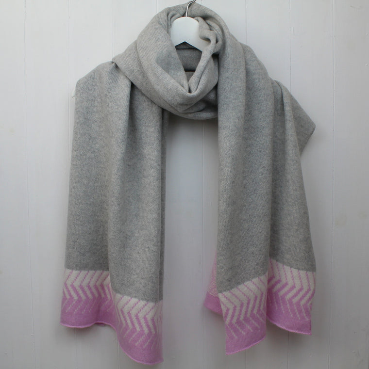 Chevron knitted wrap - pink/grey
