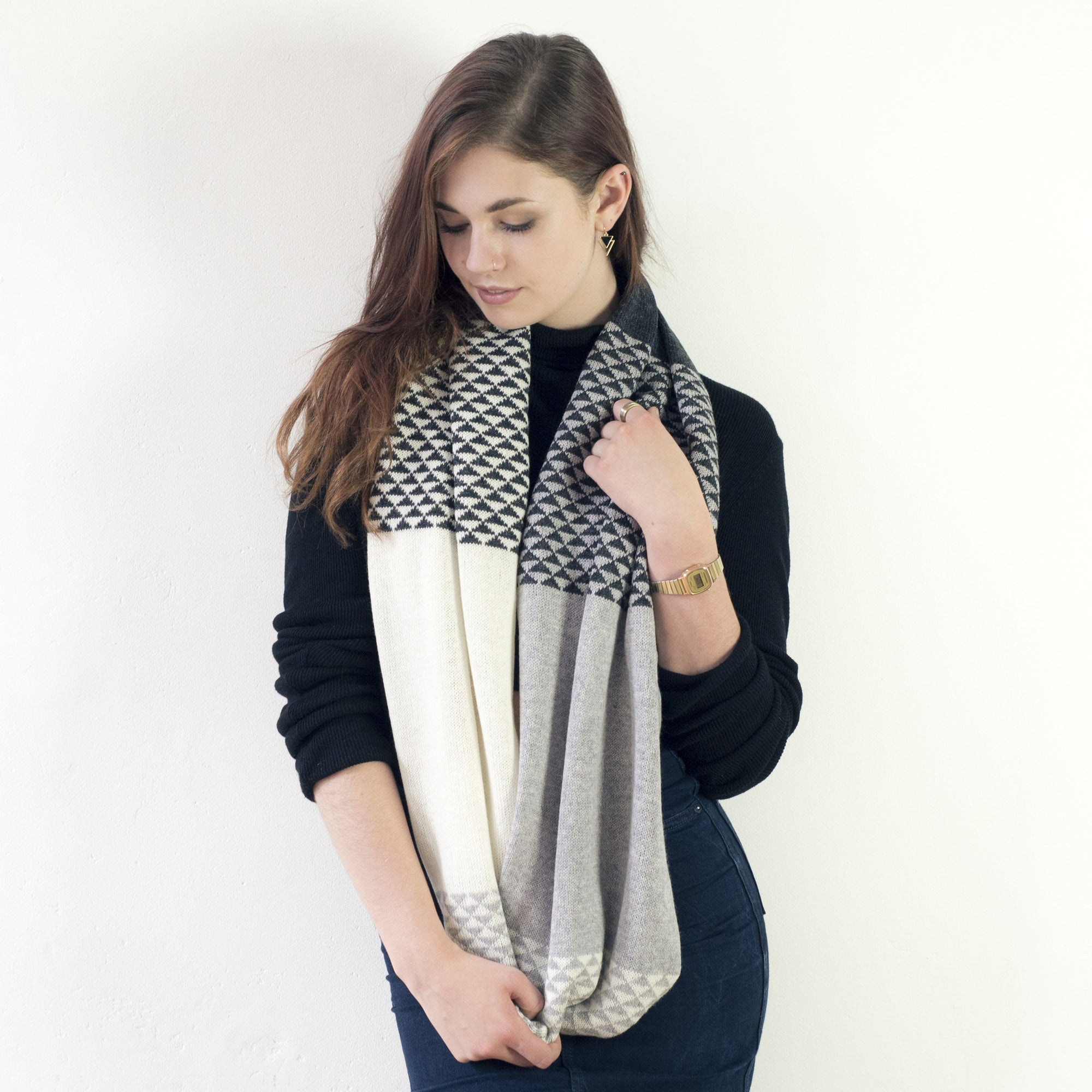 Monochrome triangle circle scarf