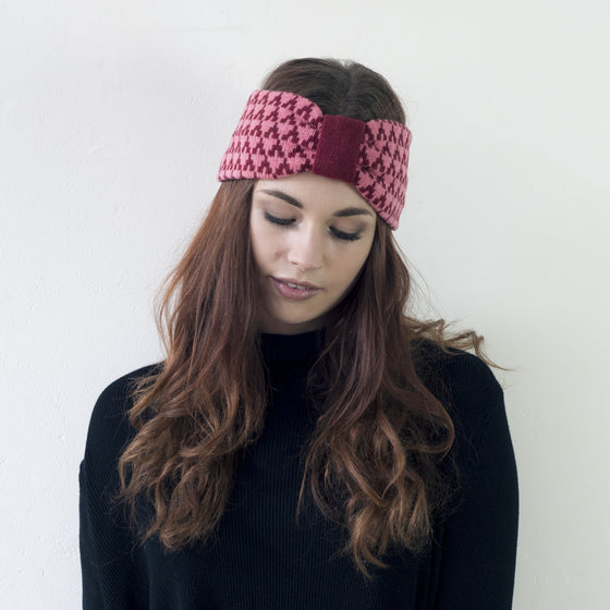 Arrow knitted headband - magma and pink