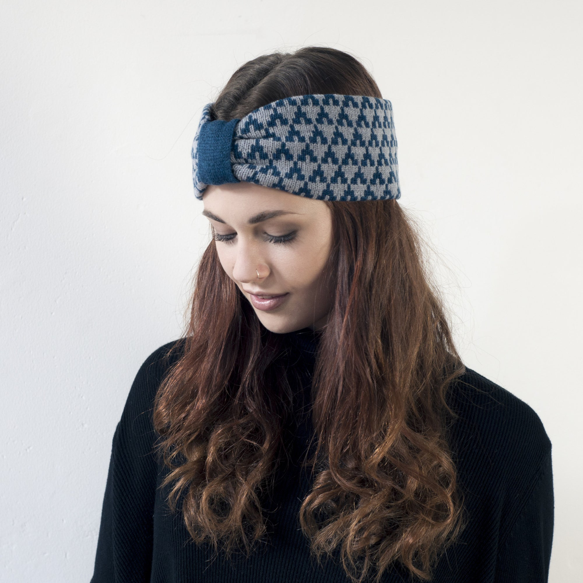 Arrow knitted headband - diesel and seal