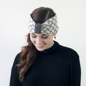 Chevron knitted headband - cliff and white