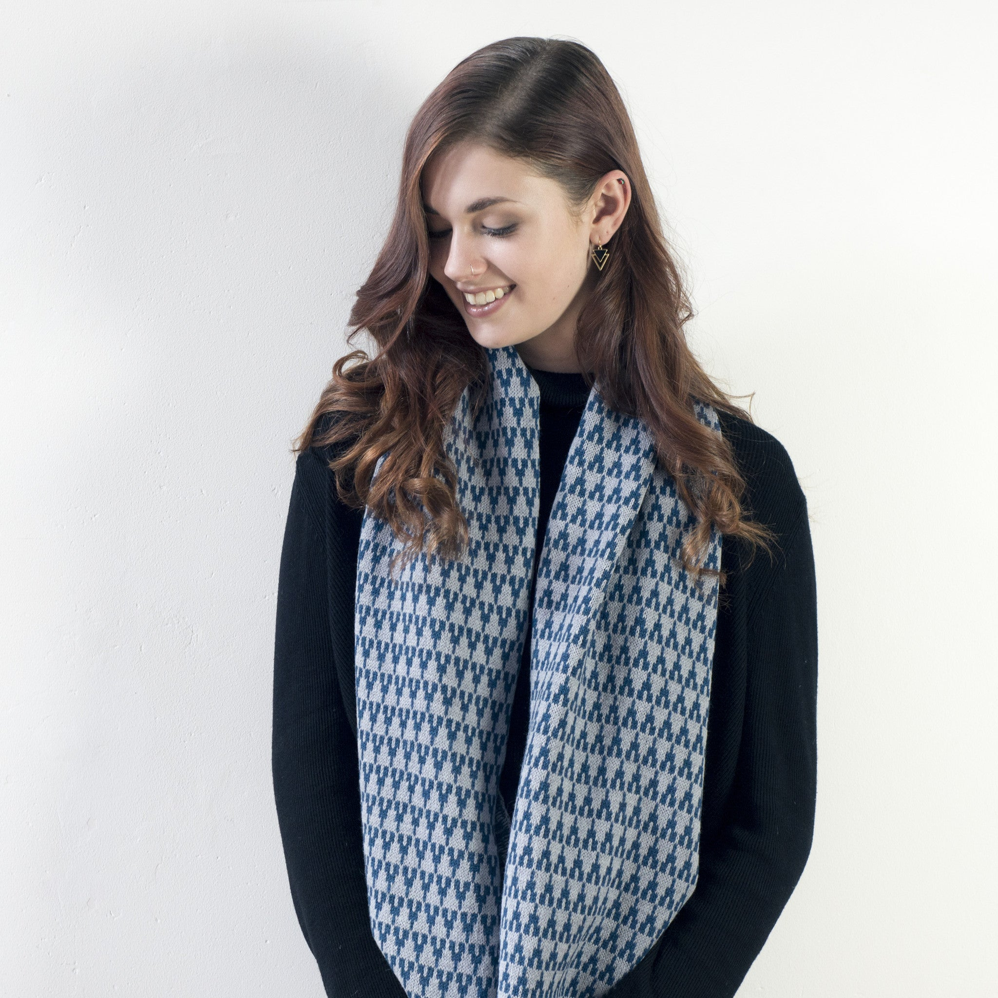 Arrow circle scarf - diesel and seal - Miss Knit Nat