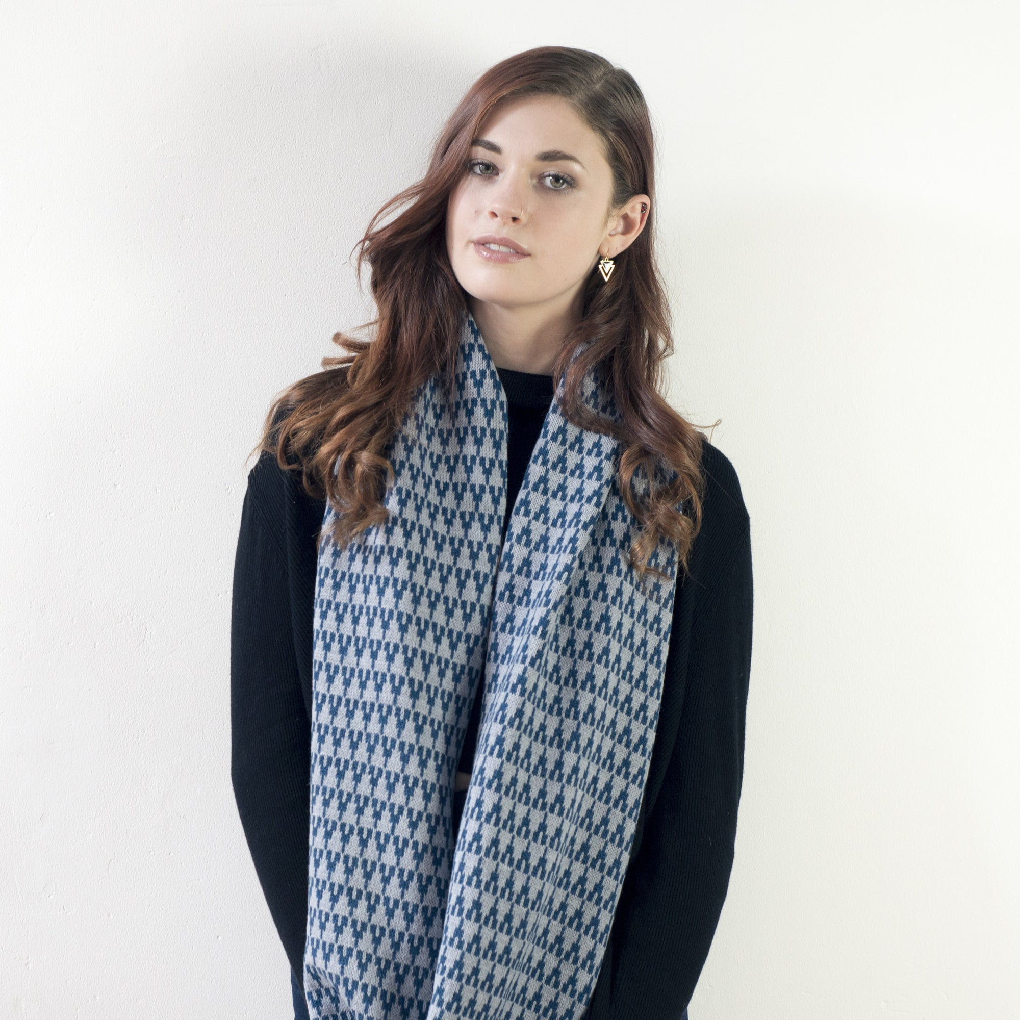 Arrow circle scarf - diesel and seal