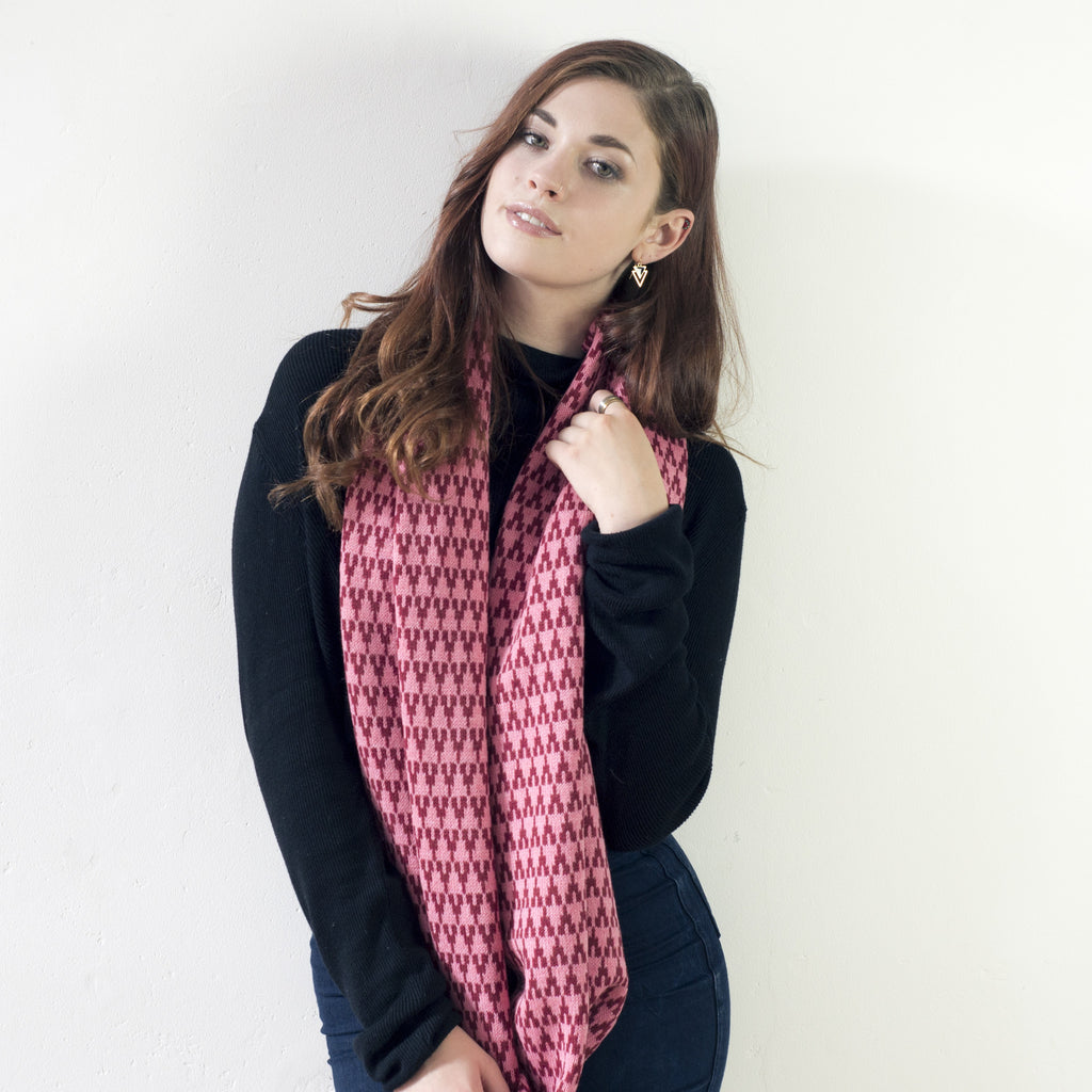 Arrow circle scarf - magma and pink