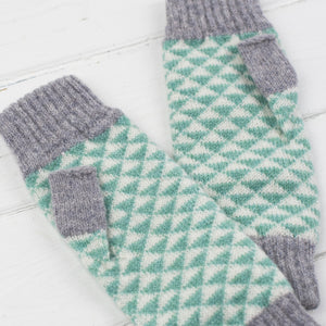 SAMPLE SALE Triangle knitted mitts - mint