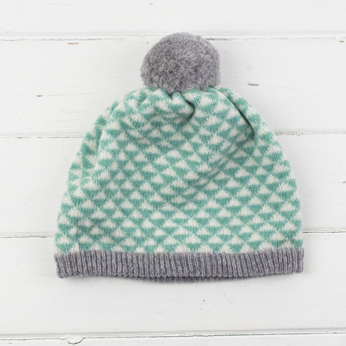 Triangle pom pom hat - mint