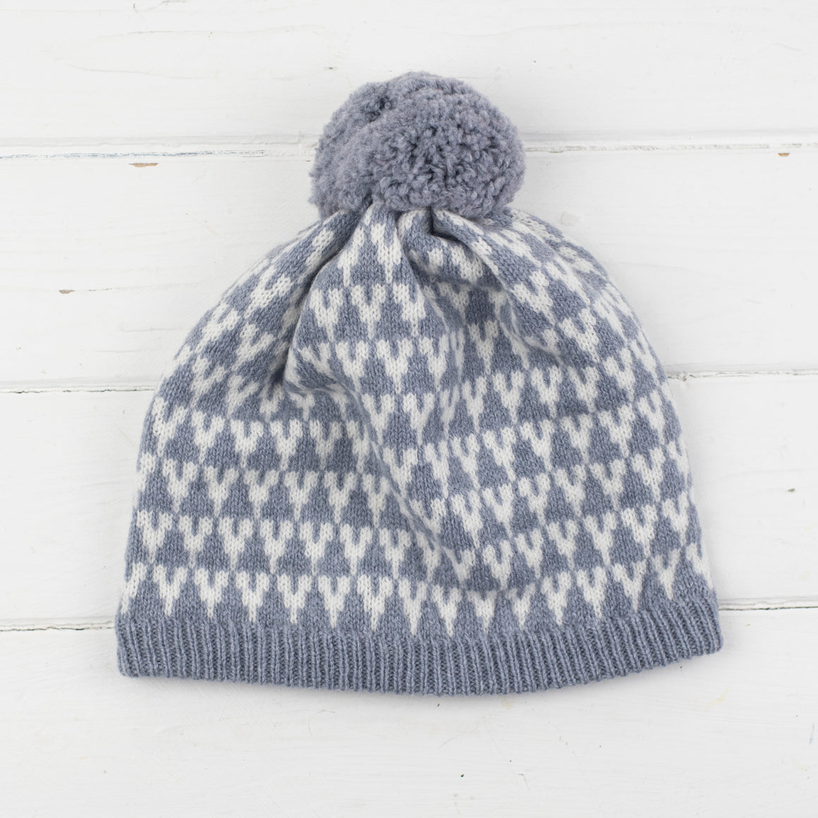 Arrow pom pom hat - seal and white